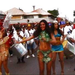 defilé dans les rues de Guyane
